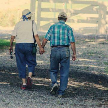 La velocidad al caminar predice problemas de salud en adultos…