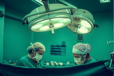 El Valle de Hebrón realiza el primer trasplante de hígado para tratar la encefalopatía mitocondrial gastrointestinal